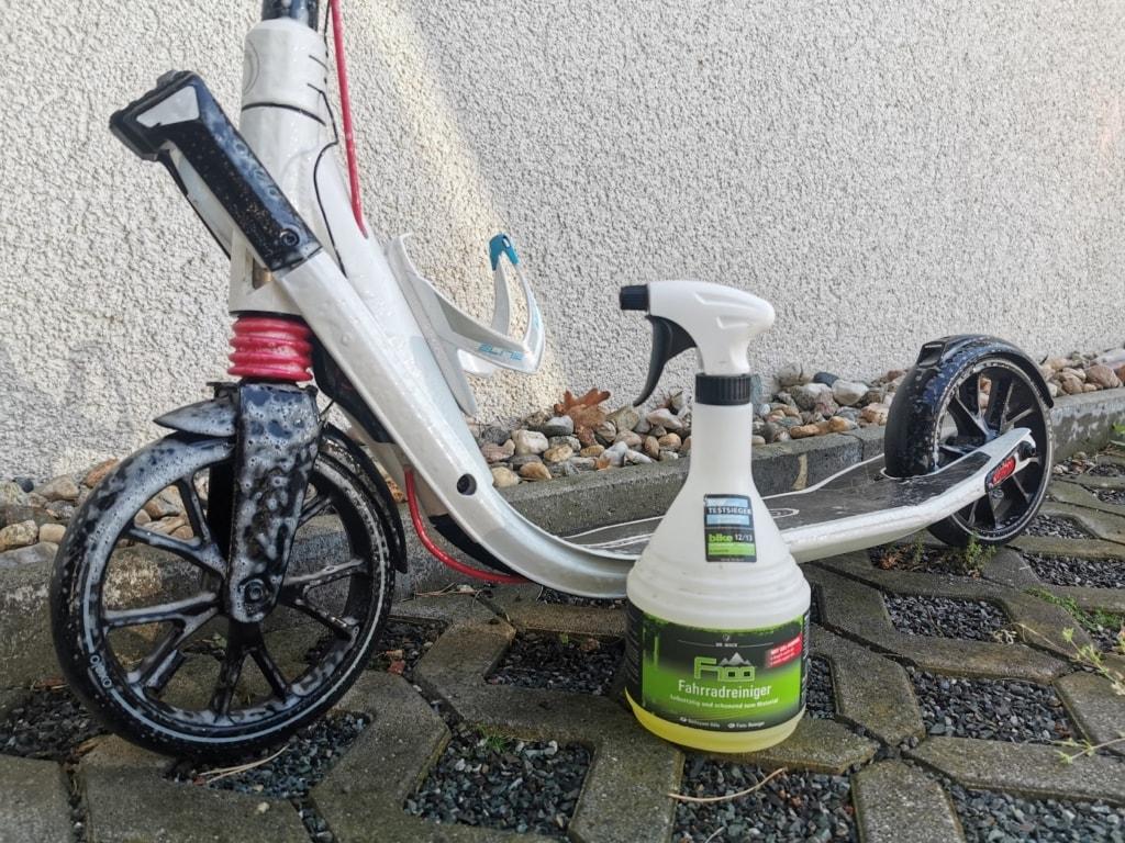 Roller mit F100 Reiniger eingeschäumt.