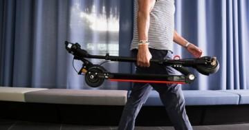 E-Scooter Moovi wird getragen
