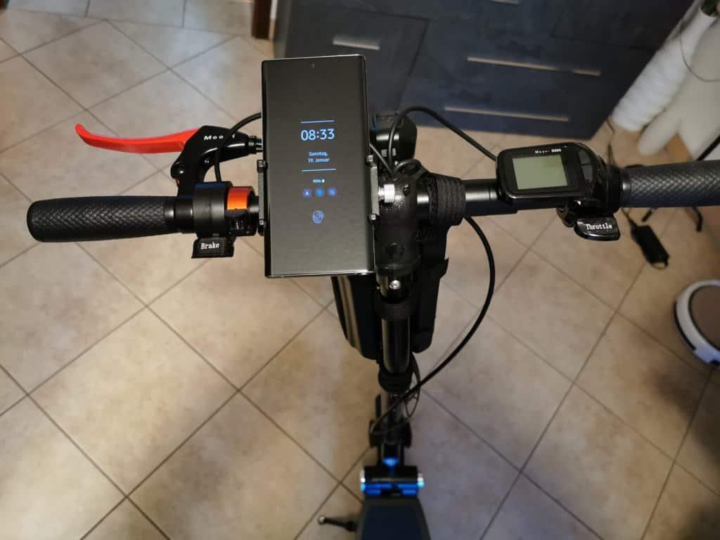 E-Scooter Handyhalterung Aluminium mit Smartphone