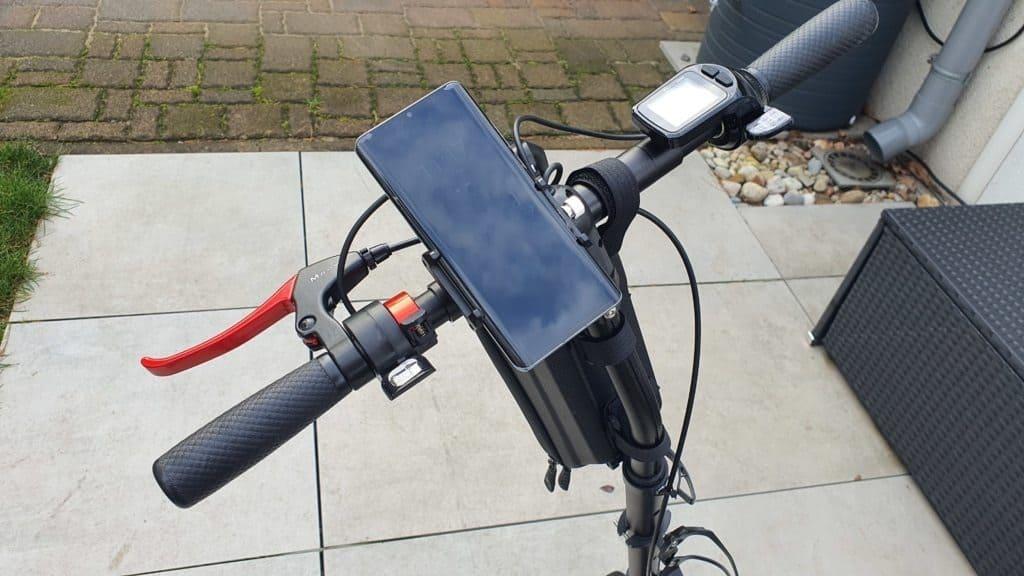 E-Scooter Handyhalterung mit Smartphone