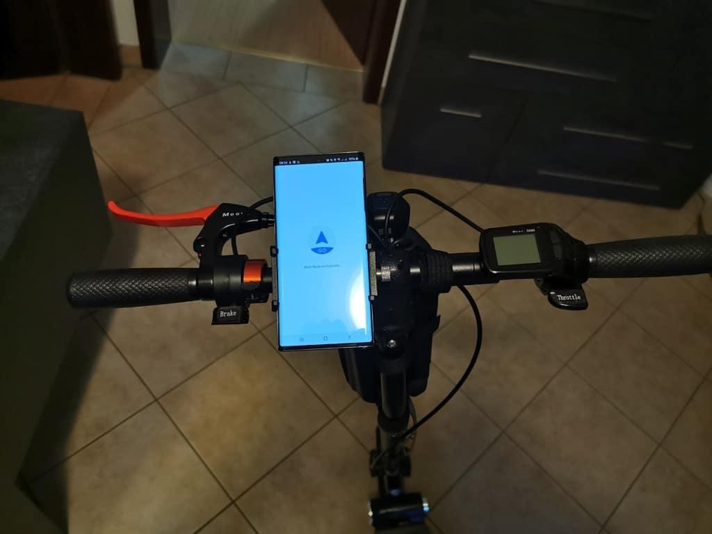 E-Scooter Handyhalterung mit Smartphone Navigation