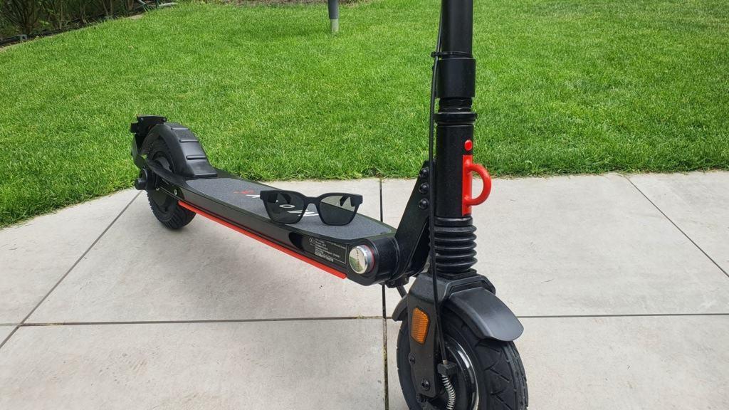 Bose Frames Alto Testbericht E-Scooter - Frontansicht Trittfläche Scooter