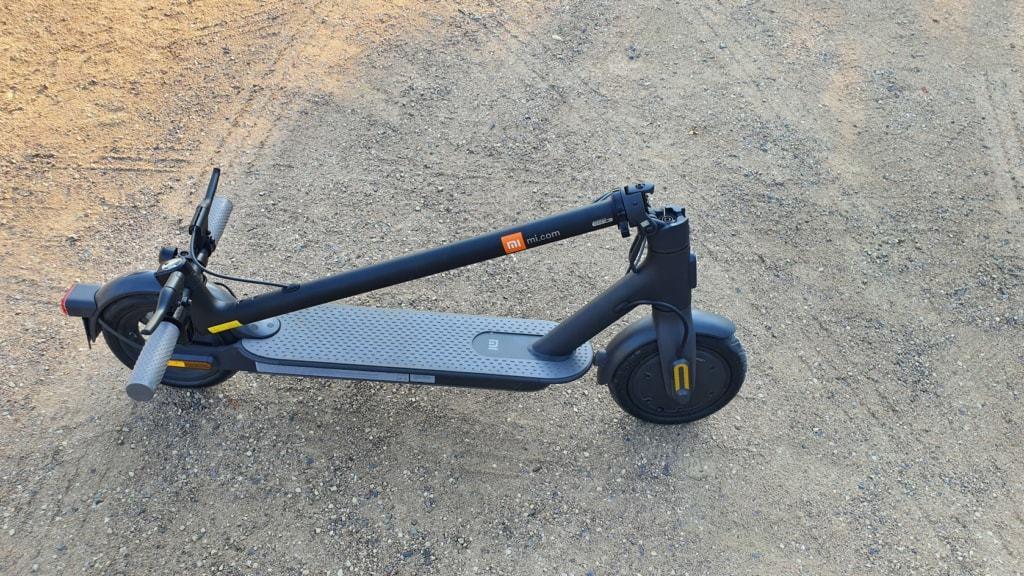 Xiaomi Mi Scooter 1S Test - Sand geklappt