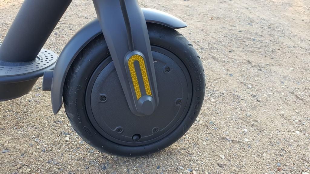 Xiaomi Mi Scooter 1S Test - Sand vorderrad seite nah